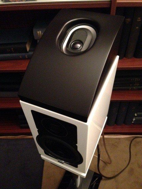 So könnte es z.B. mit einem Lautsprecher + Elac TS-3000 ausschauen.