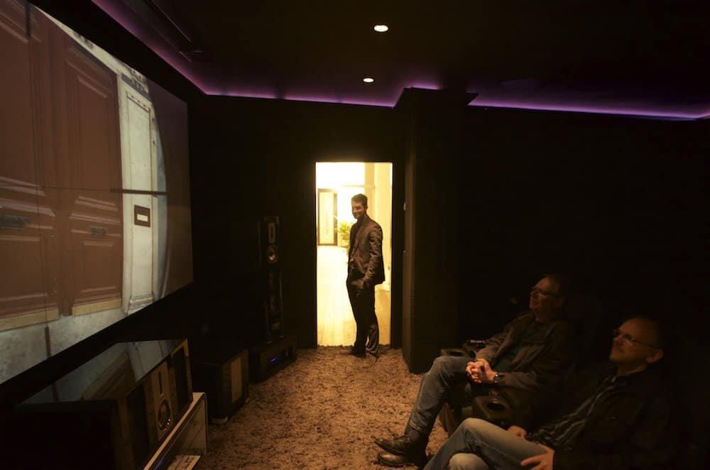 Auch bei hellen Lichtumgebungen zeigt der Epson Laserprojektor was er zu bieten hat.