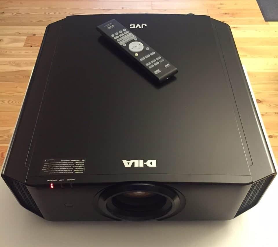 JVC DLA-X500 Front