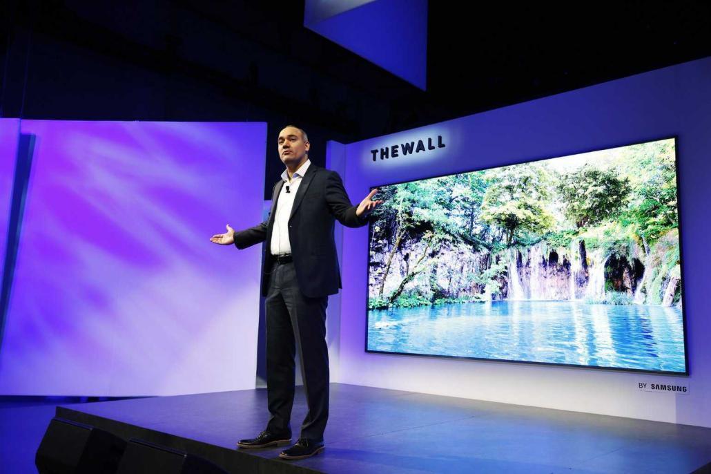 Der modulare 146 Zoll TV mit selbstleuchtender MicroLED Technologie ist eine der vielen Display Innovationen, die Samsung auf seinem diesjährigen CES First Look Event zeigt