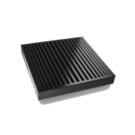 Der Sonitus Decosorber Natur Serta ist speziell für die Absorption mittlerer Frequenzen ausgelegt. Sie bestehen aus hochwertigem Polyesterschaum (USAP*), der mit einer schwarzen Samtschicht beschichtet und mit einer 4 mm starken Pappelsperrholzplatte bedeckt ist, die in verschiedenen Designs und Farben mit einer seidenmatten Oberfläche erhältlich ist.