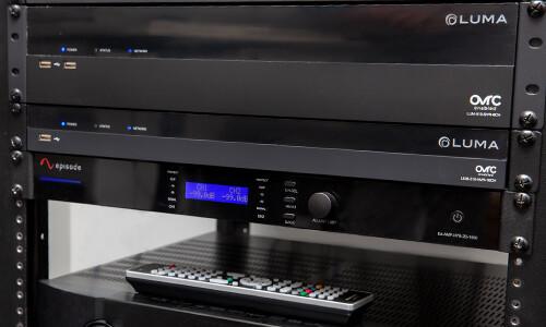 Episode® 70V/8-ohm IP-Enabled Verstärker
